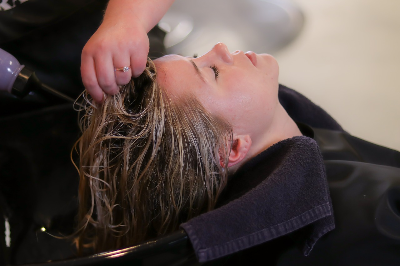 Hair-Spa-Treatment-&-Its-Advantages-Play-Salon